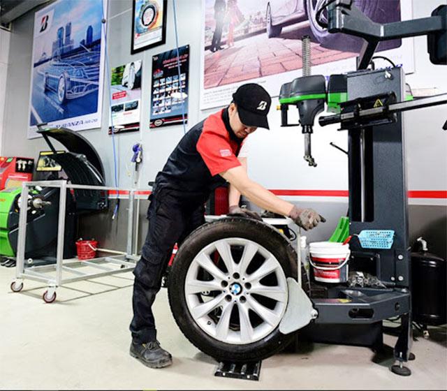 Máy làm lốp kích thước lớn dùng cho xe tải, container