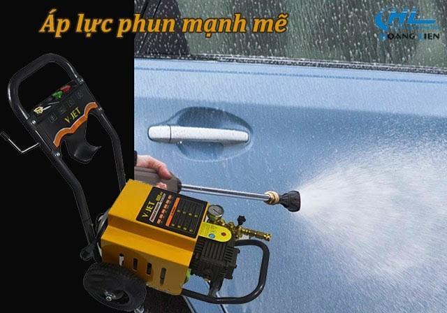 Tia nước áp lực của máy xịt rửa xe V-jet