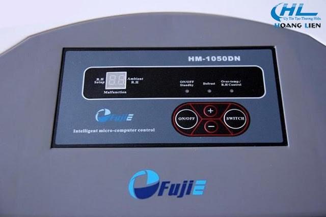 Bảng điều khiển của một model máy hút ẩm FujiE
