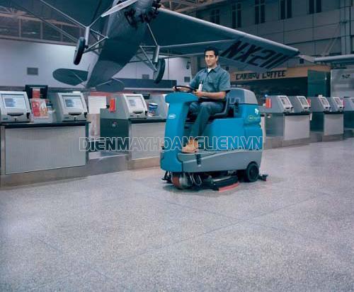 Hướng dẫn các bước vận hành máy chà sàn ngồi lái đúng chuẩn