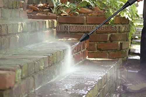 Tẩy rửa rêu mốc