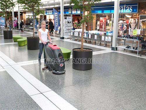 Lưu ý khi chọn mua máy chà sàn và thiết bị của máy