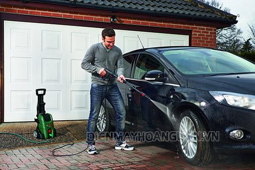 Rửa xe khi máy còn nóng sẽ xảy ra điều gì?